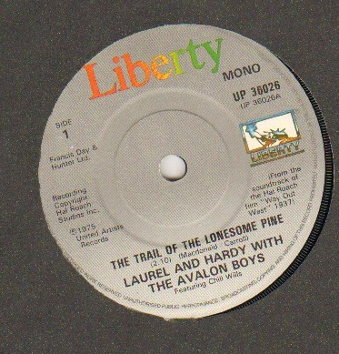 LAUREL AND HARDY - TRAIL OF THE LONESOME PINE / HONOLULU BABY - 45T (SP 2 titres)
